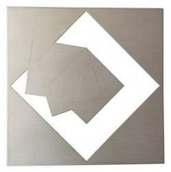 francisco-salazar-tres-elementos-inmateriales-dentro-espacio-vacio